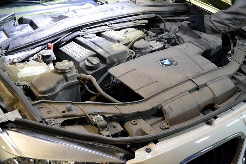 технология замены масла в двигателе на автомобиле bmw x1